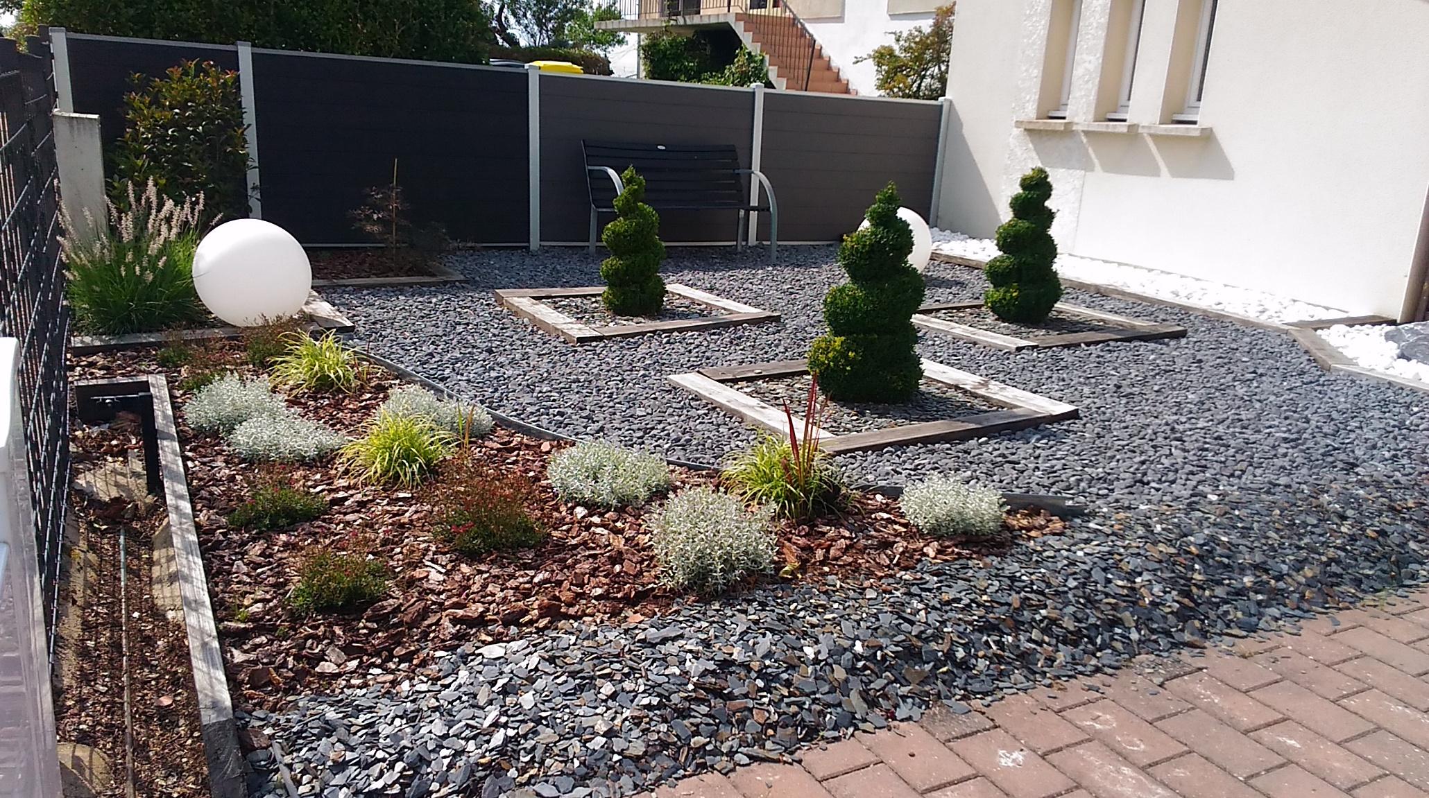 Poubelles Noires De Jardin jardin avant de maison - dedans dehors décoration, metz et